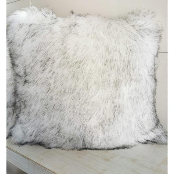 jastuk bijelo-crni